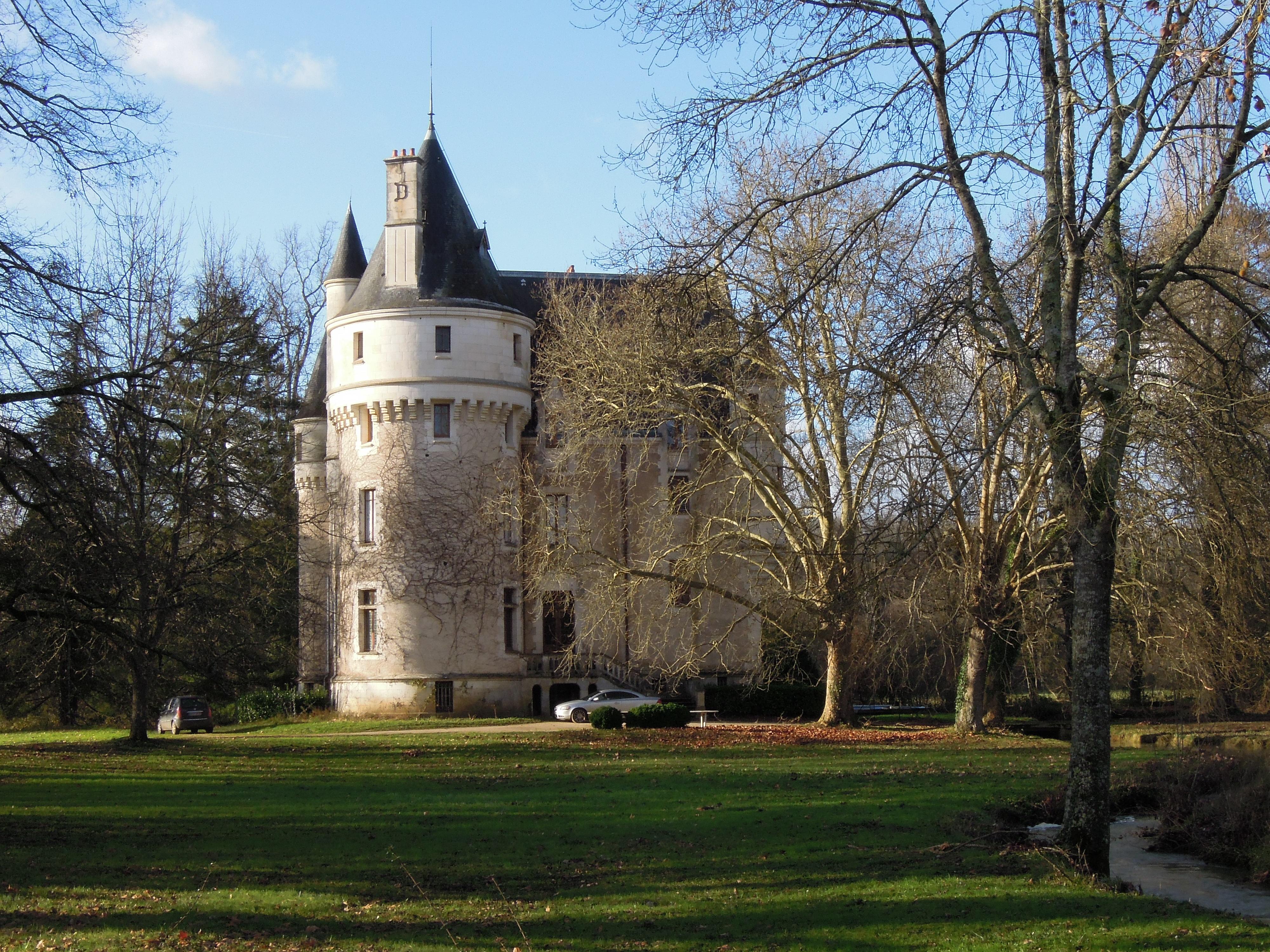 File chateau de la chaise saint eloi 2 36 jpg wikimedia commons - Technique de la chaise ...