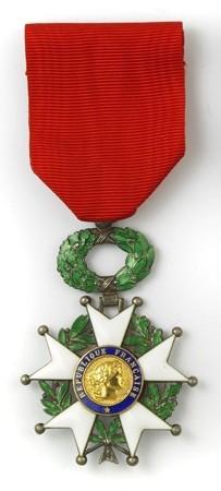 Les insignes de chevalier de l'Ordre National de la Légion d'Honneur