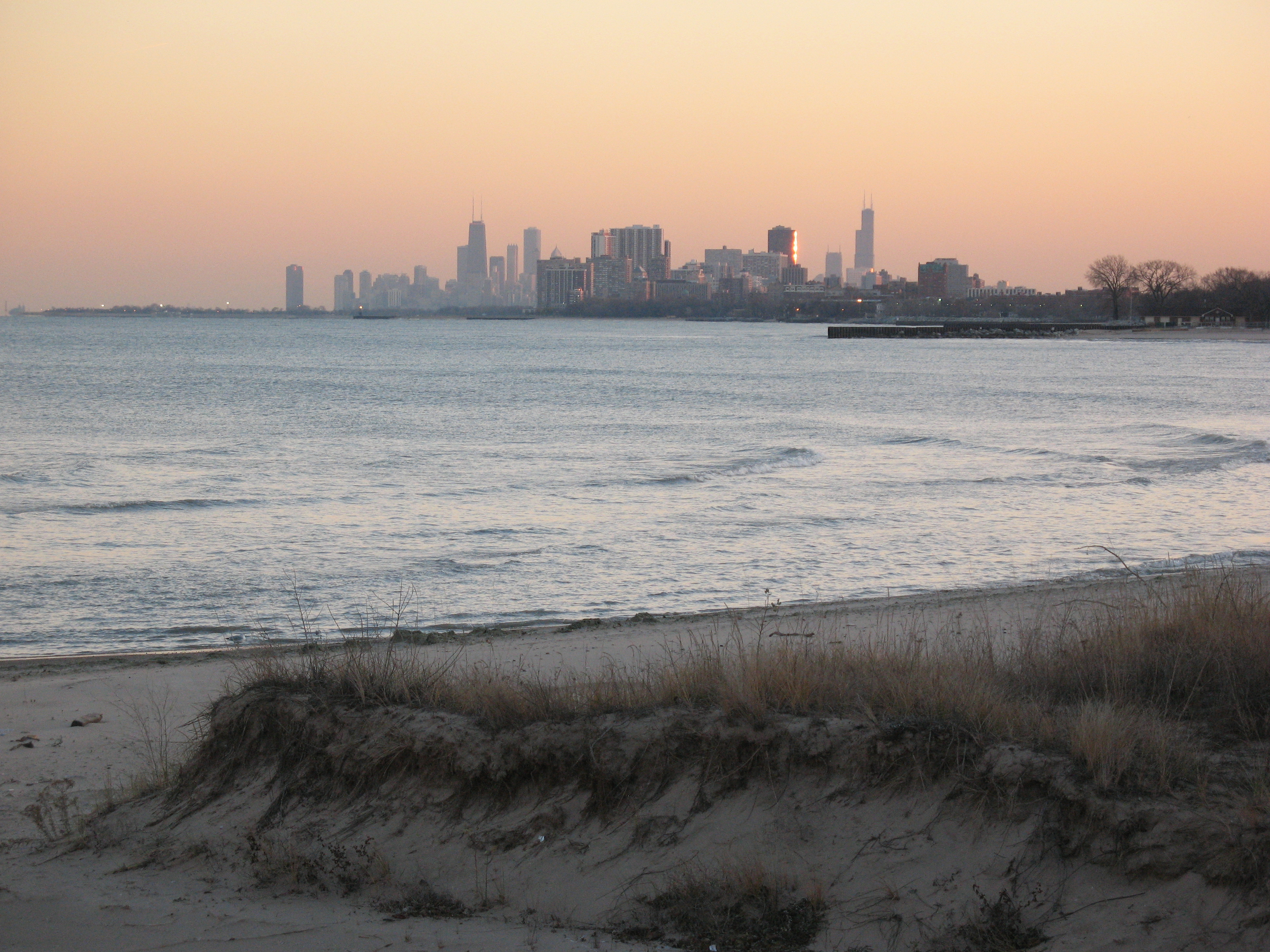 File:Chicago skyline at sunset, view from Evanston.jpg - Wikimedia ...