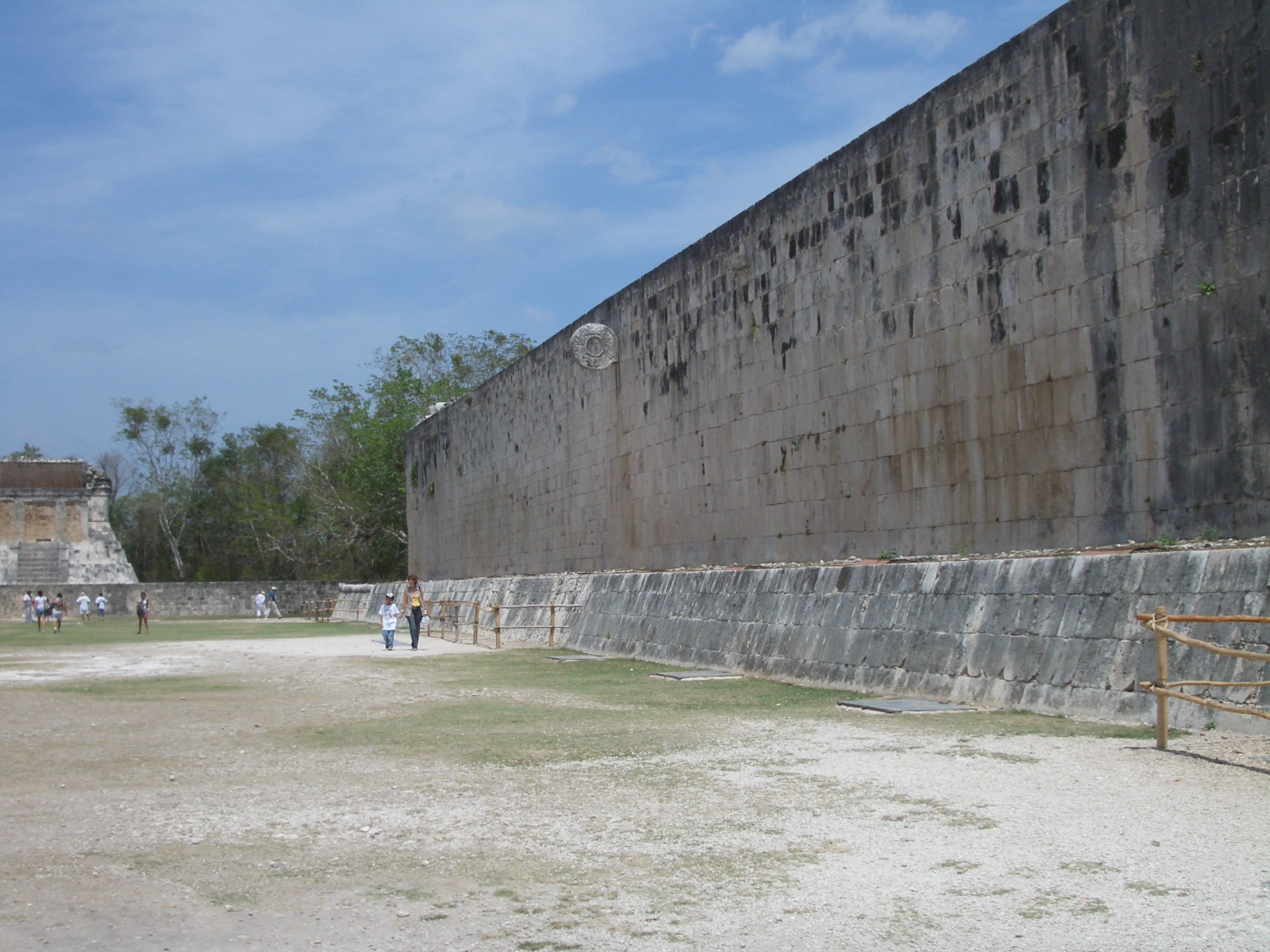 http://upload.wikimedia.org/wikipedia/commons/8/87/Chichen_Itza_stadium.jpg