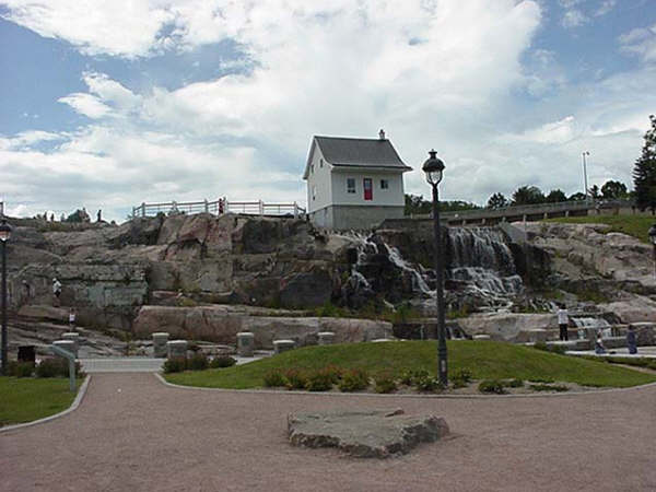 File wikimedia commons for Auberge du jardin petit saguenay