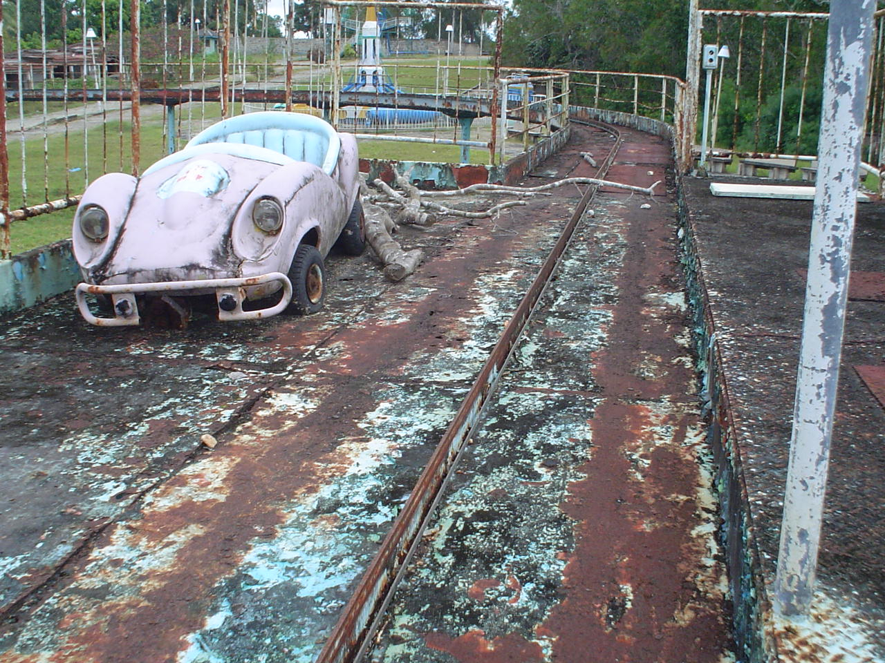 FileDerelict Amusement Park In Pemba TanzaniaJPG Wikimedia Commons