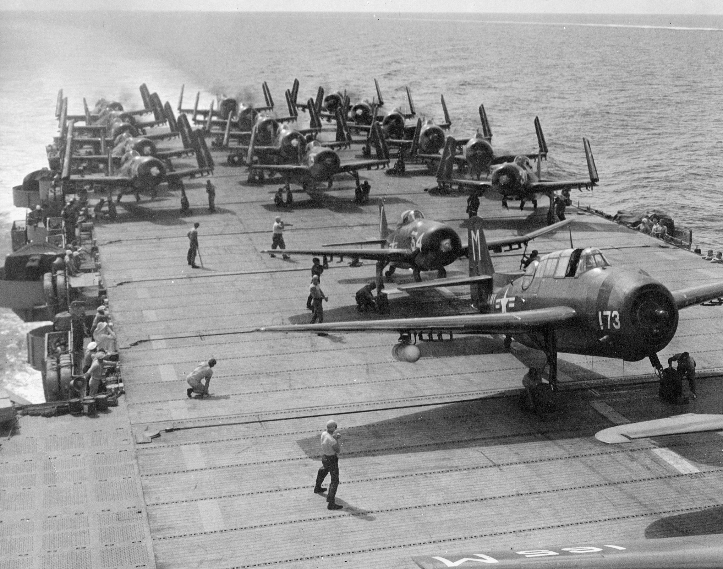 Resultado de imagen de Torpederos Avenger listos para despegar del USS Monterey