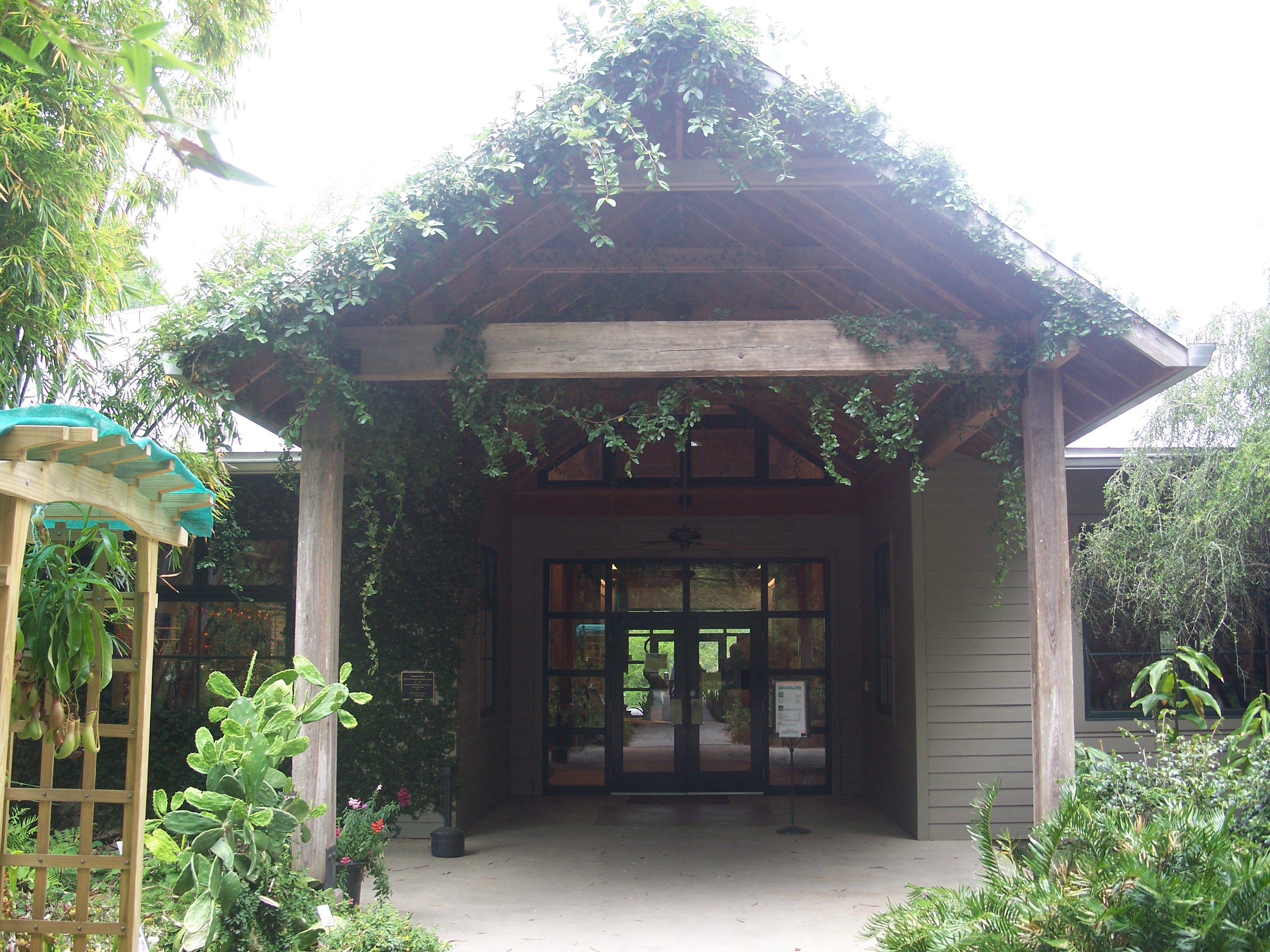 File:Gainesville FL Kanapaha Botanical Gardens Bldg01