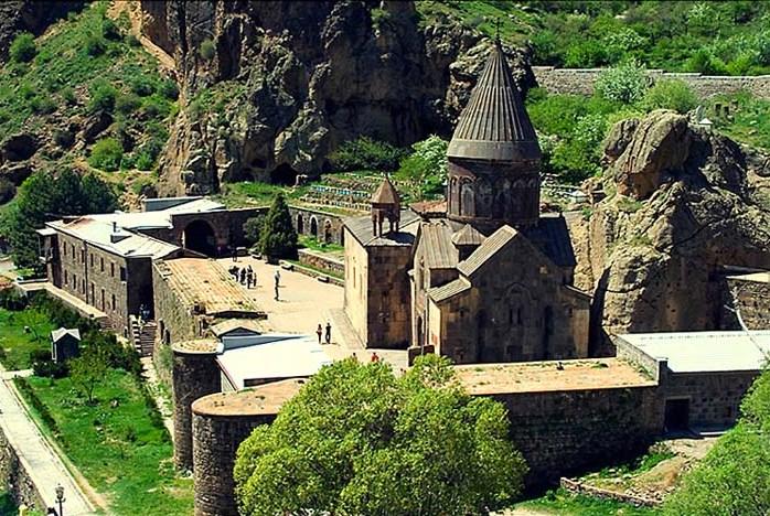 Храм, построенный для копья Лонгина
