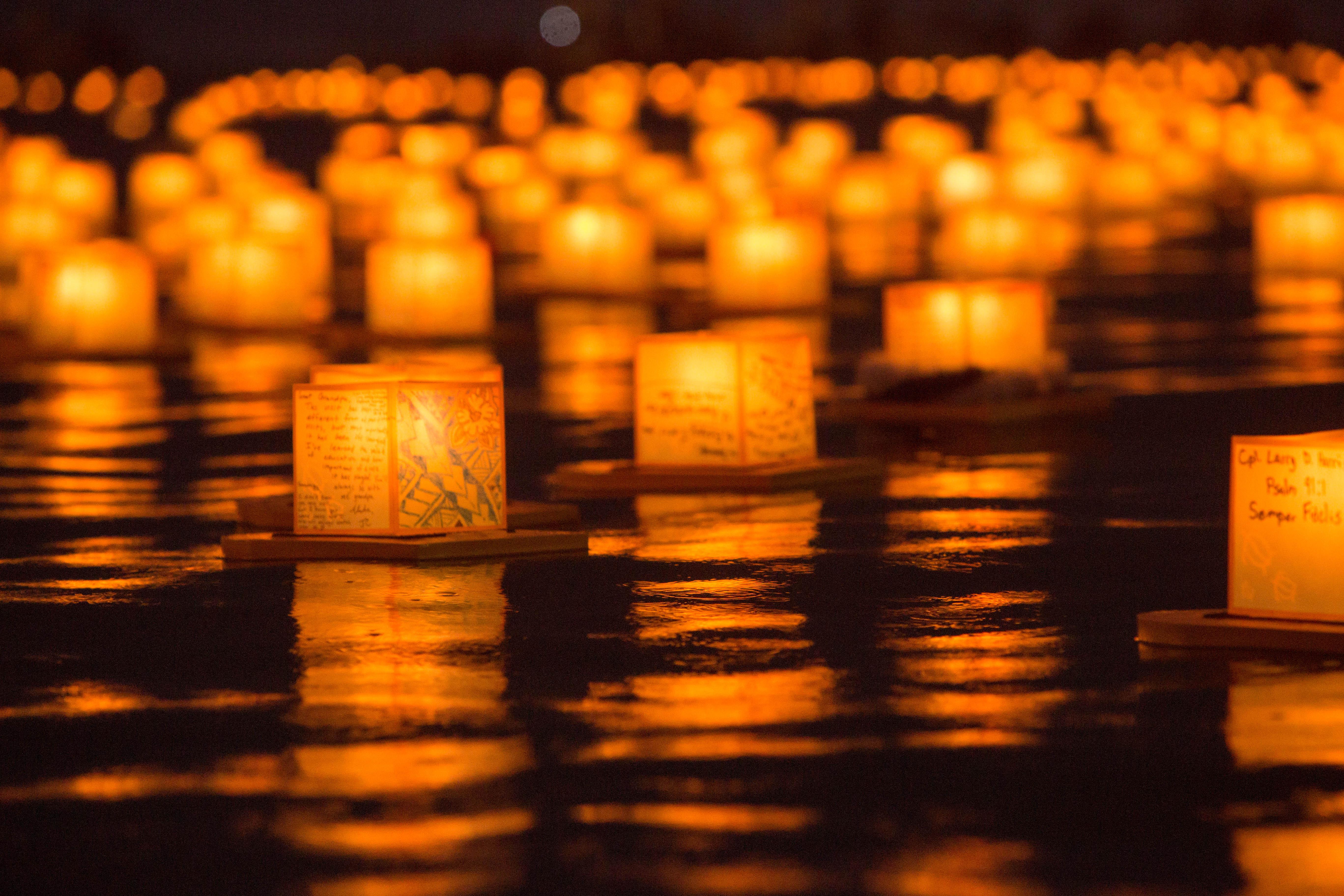 file hawaii lantern floating ceremony 2016 27299203371 jpg