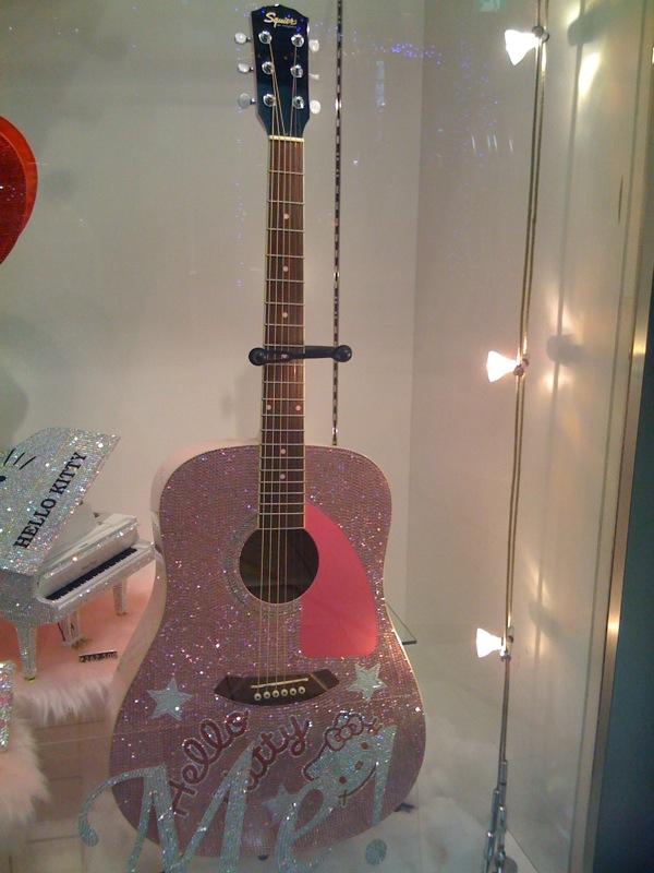 Hello Kitty Guitar. File:Hello Kitty! glitter