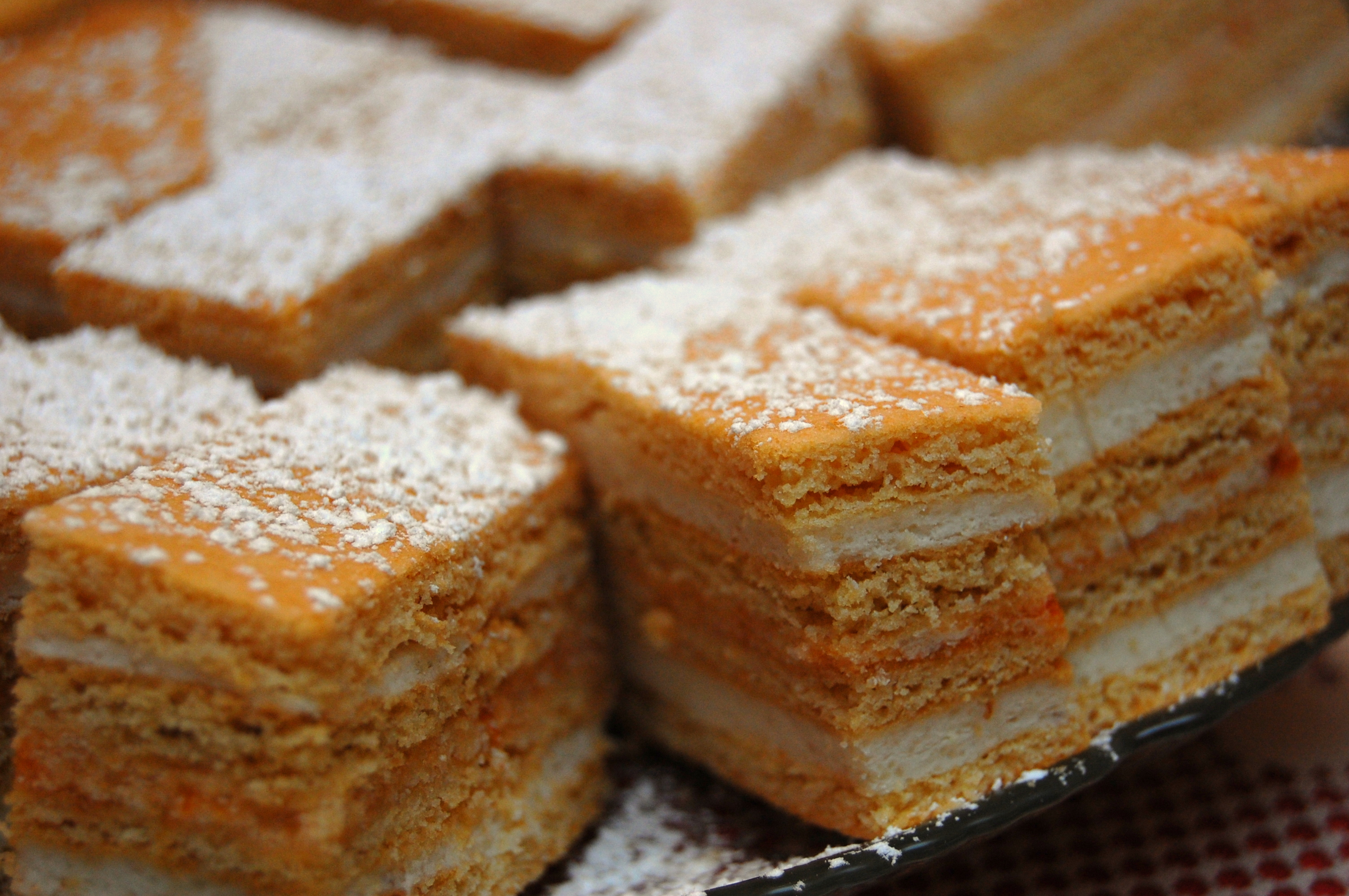File:Hungarian Honey Cake (Mézes krémes).jpg - Wikimedia Commons