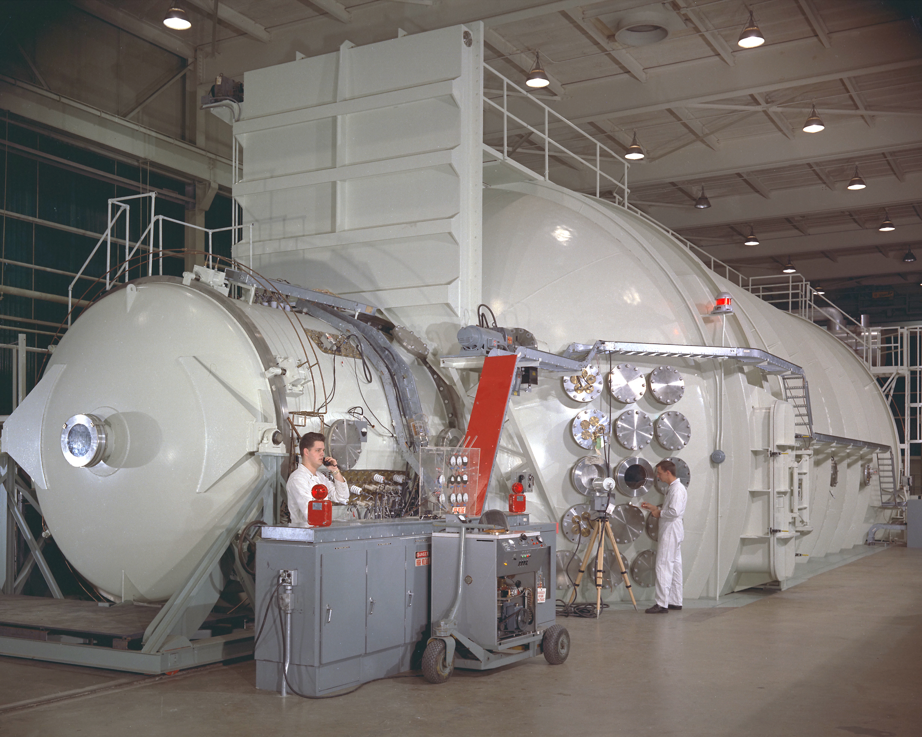 File Ion Engine And Tank 6 At Electric Propulsion Lab Gpn 2000 000389 Jpg Wikimedia Commons