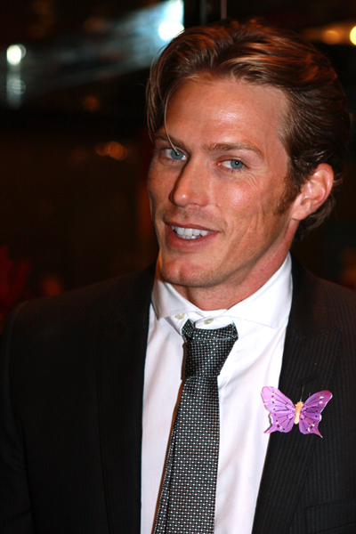 The 45-year old son of father Gregory Lewis and mother Nancy Lewis, 184 cm tall Jason Lewis in 2017 photo