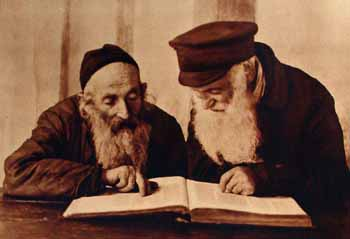 Kac 1924-10-19 Pinsk jews reading mishnah colored.jpg