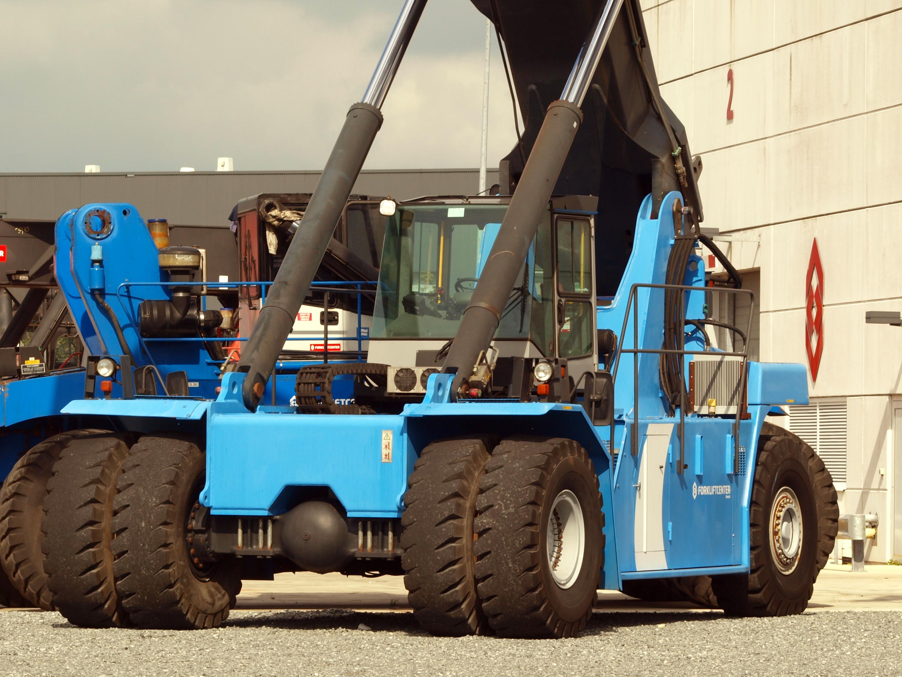 file kalmar reach stacker blue jpg wikimedia commons rh commons wikimedia org kalmar reach stacker service manual Kalmar Reach Stacker PDF