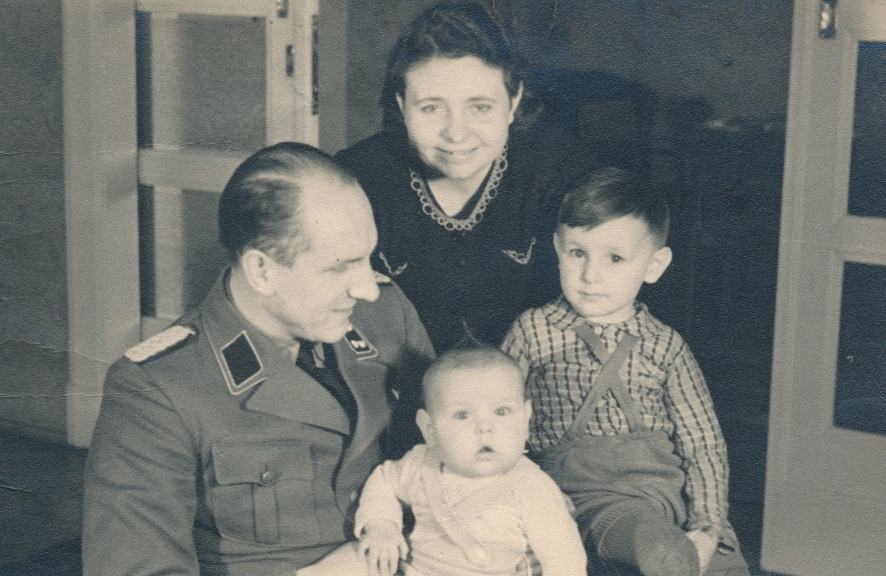Dateikurt Riedel Im Kreise Seiner Familie 1941jpg Wikipedia