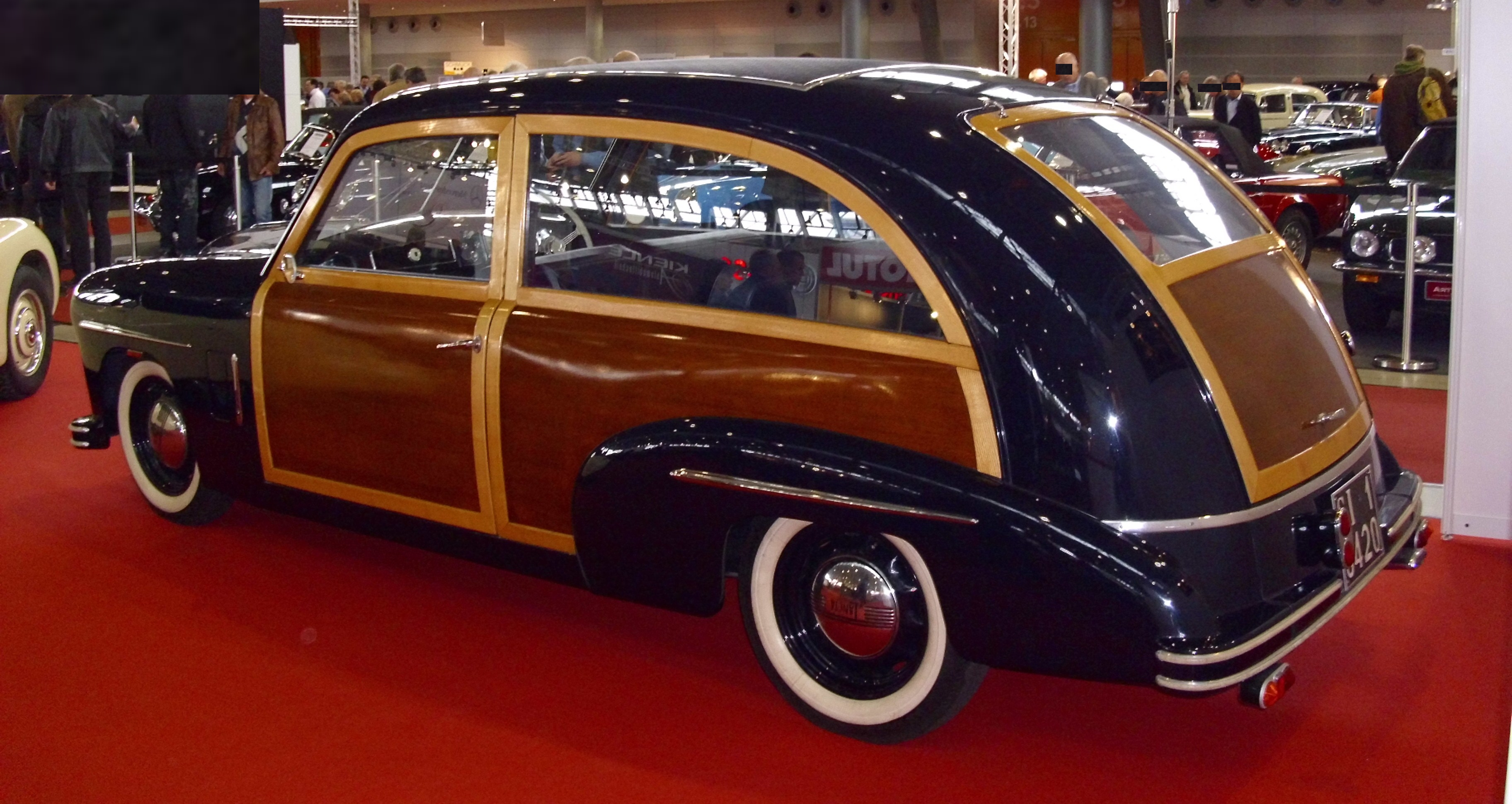 https://upload.wikimedia.org/wikipedia/commons/8/87/Lancia_Aprilia_Kombi_von_Lombardi_1948_vh.JPG