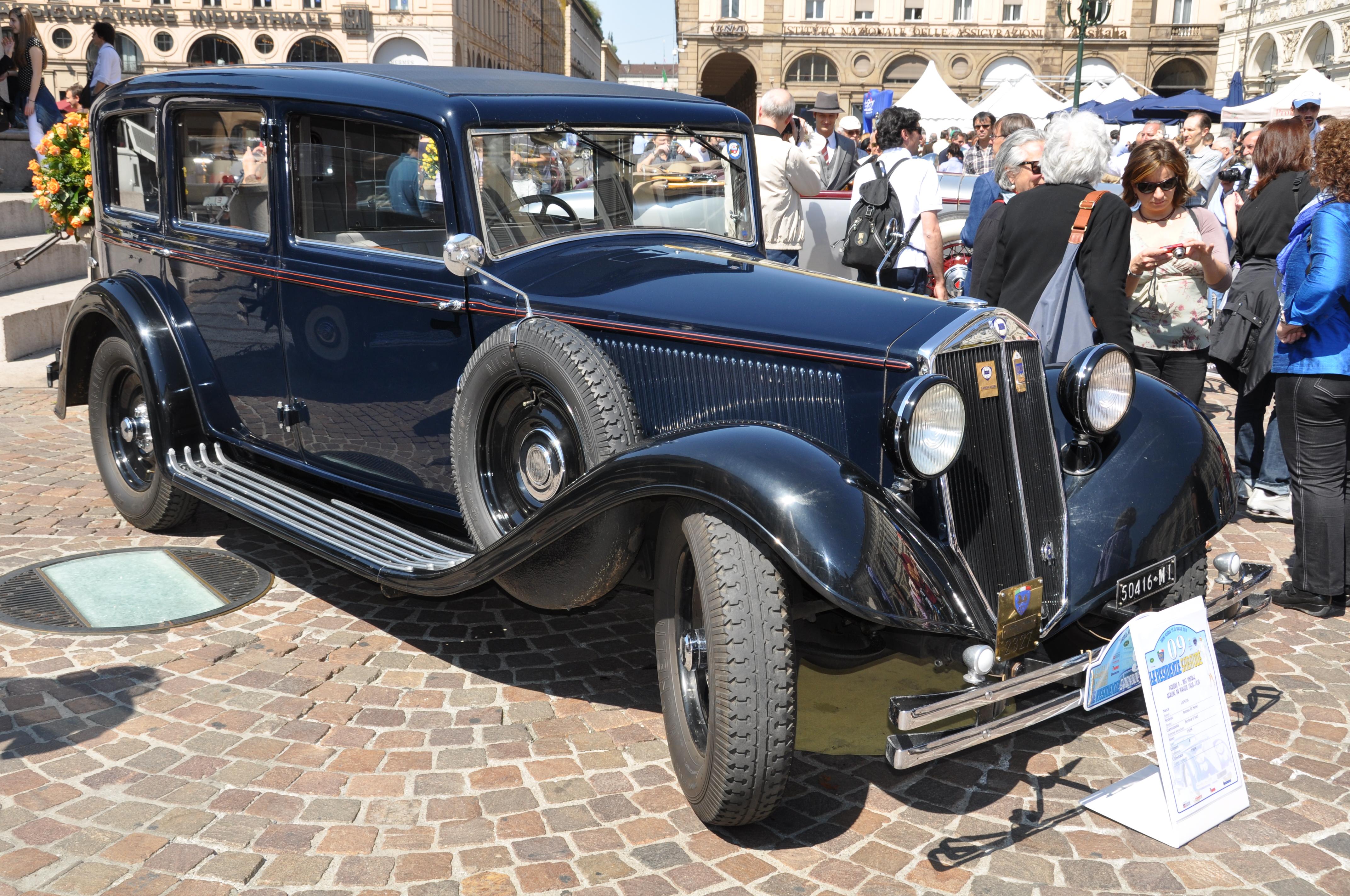 https://upload.wikimedia.org/wikipedia/commons/8/87/Lancia_Artena_III_Serie_%281934%29_%284640639990%29.jpg