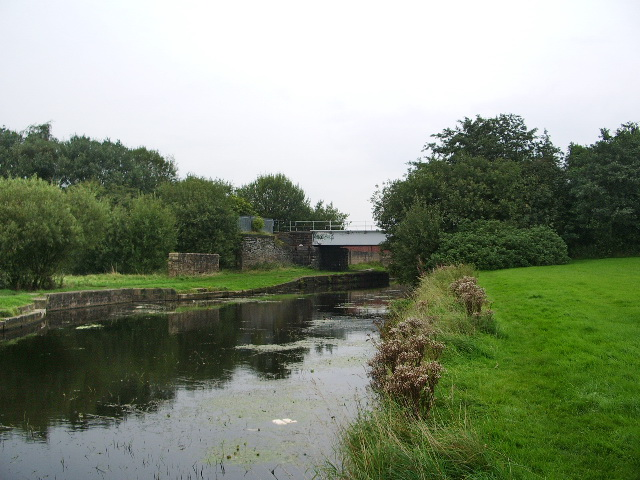 Leeds and Liverpool Canal, Oswaldtwistle - geograph.org.uk - 966156