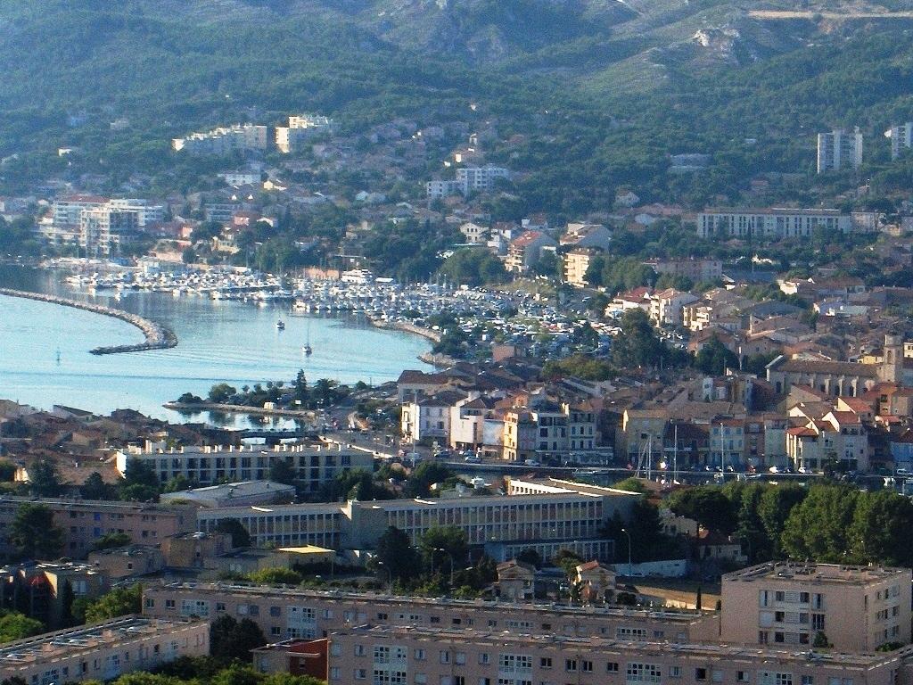 Martigues — Vue générale depuis la chapelle Notre-Dame-des-Marins.jpg