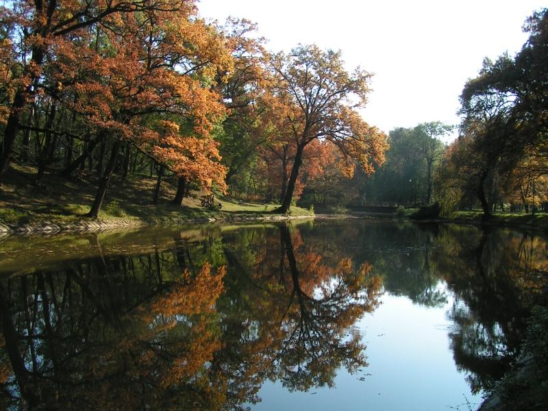 Mestský park Trebišov na jeseň