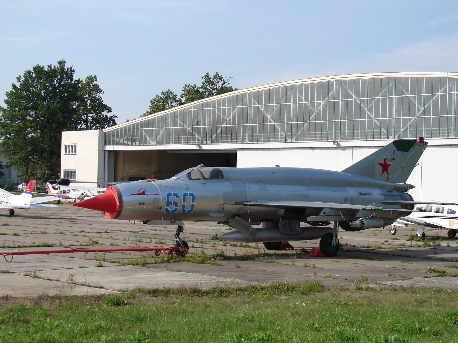 Обои ВВС Румынии, ОКБ Микояна и Гуревича, МиГ-21, pilot, Истребитель. Авиация foto 17