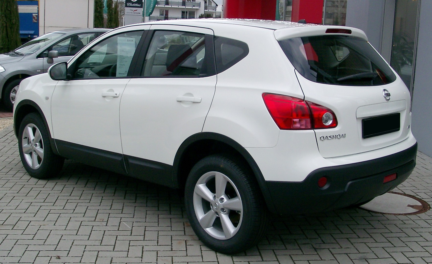 http://upload.wikimedia.org/wikipedia/commons/8/87/Nissan_Qashqai_rear_20080301.jpg