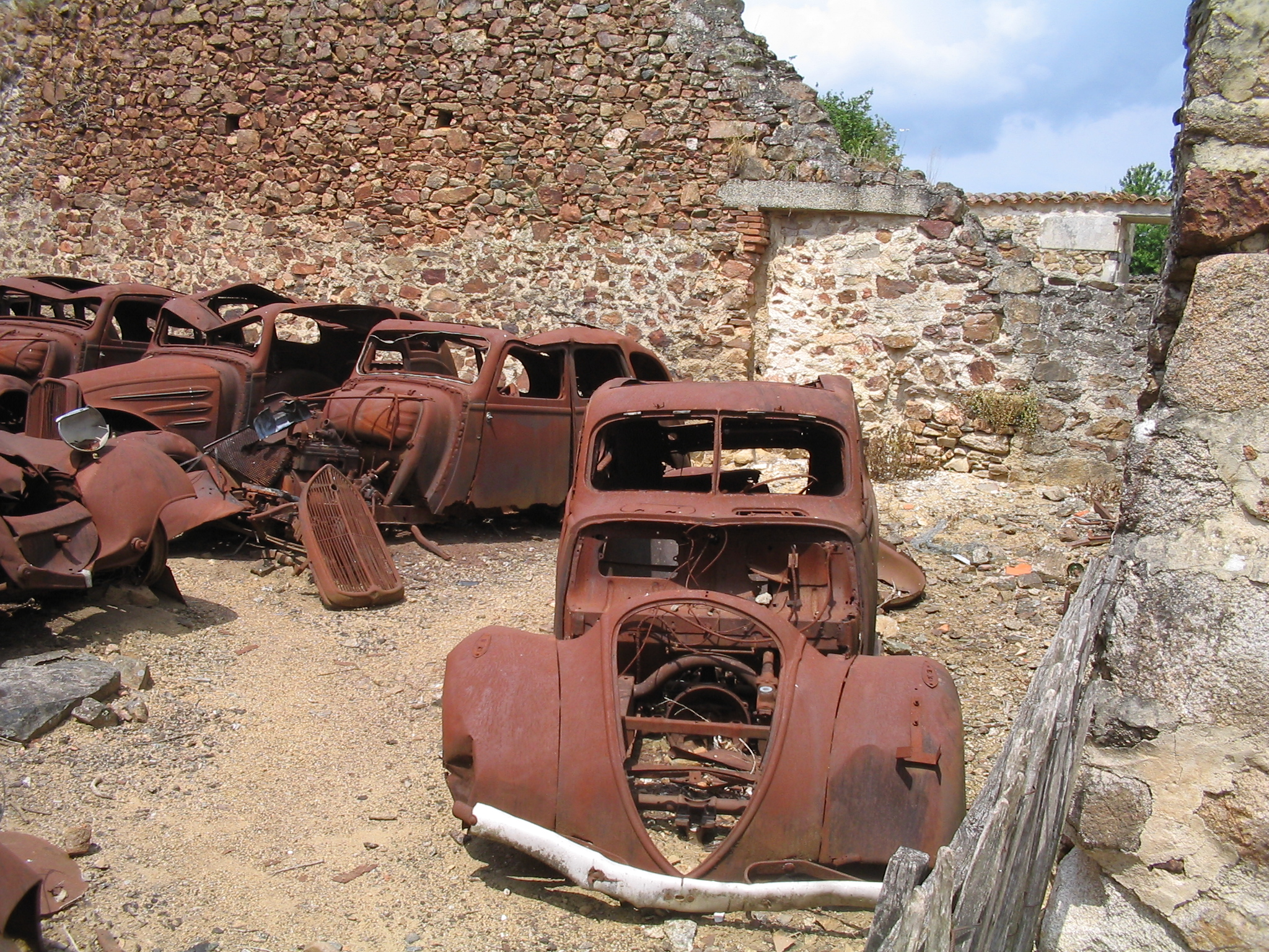 http://upload.wikimedia.org/wikipedia/commons/8/87/Oradour-sur-Glane-Cars-1263.jpg