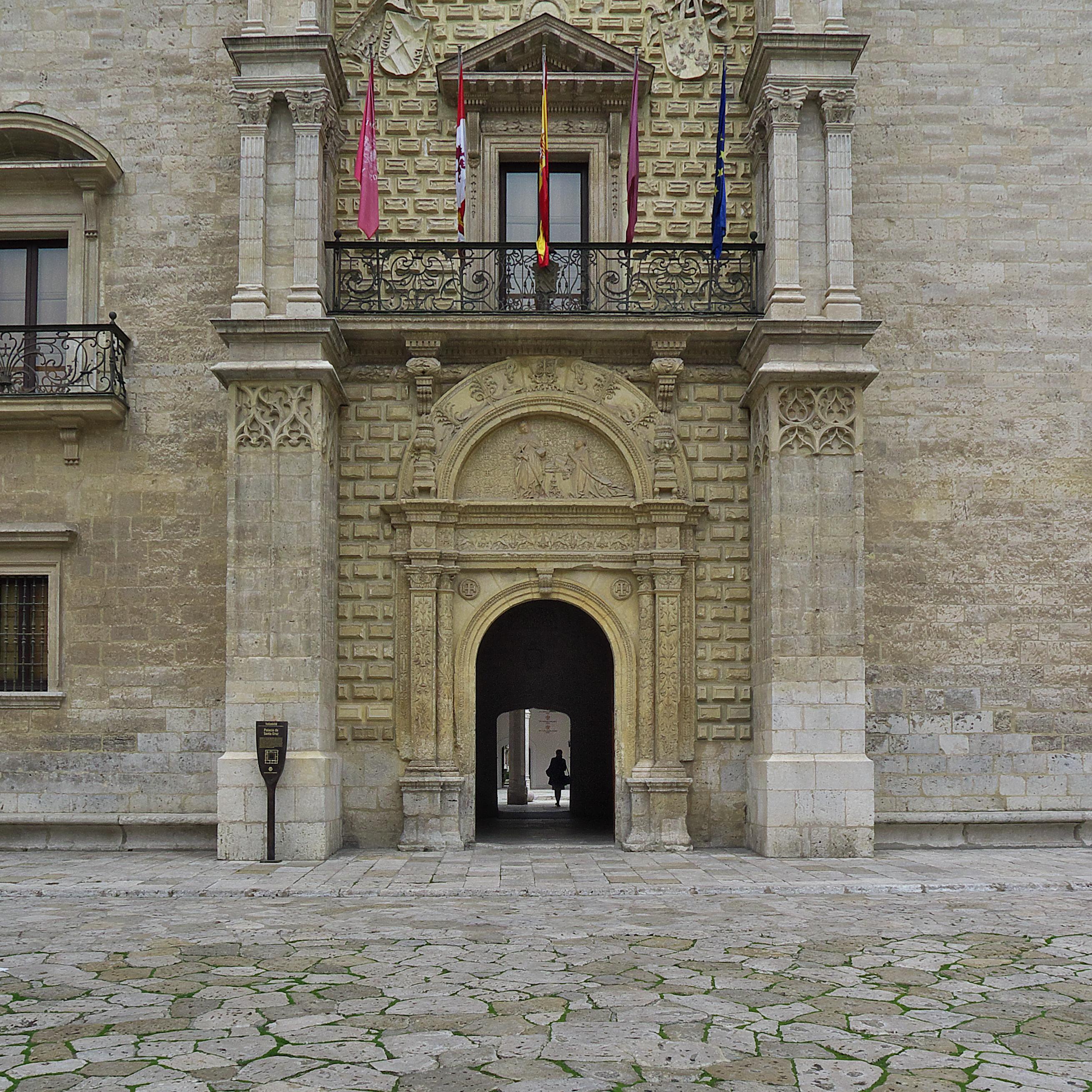 File:Palacio de Santa Cruz (Valladolid). Portada.jpg - Wikimedia Commons