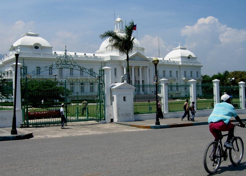 Fichier:Palacio presidencial de Haiti.jpg