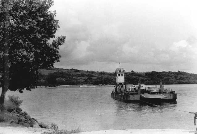 ファイル:Palau ferry crossing channel between Koror and Babeldaob.jpg