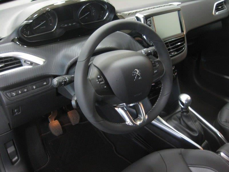 File:Peugeot 2008 Allure e-HDi 116 inside.jpg - Wikimedia Commons