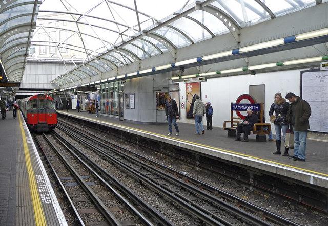 Piccadilly Line platform, Hammersmith, London - geograph.org.uk - 1169450