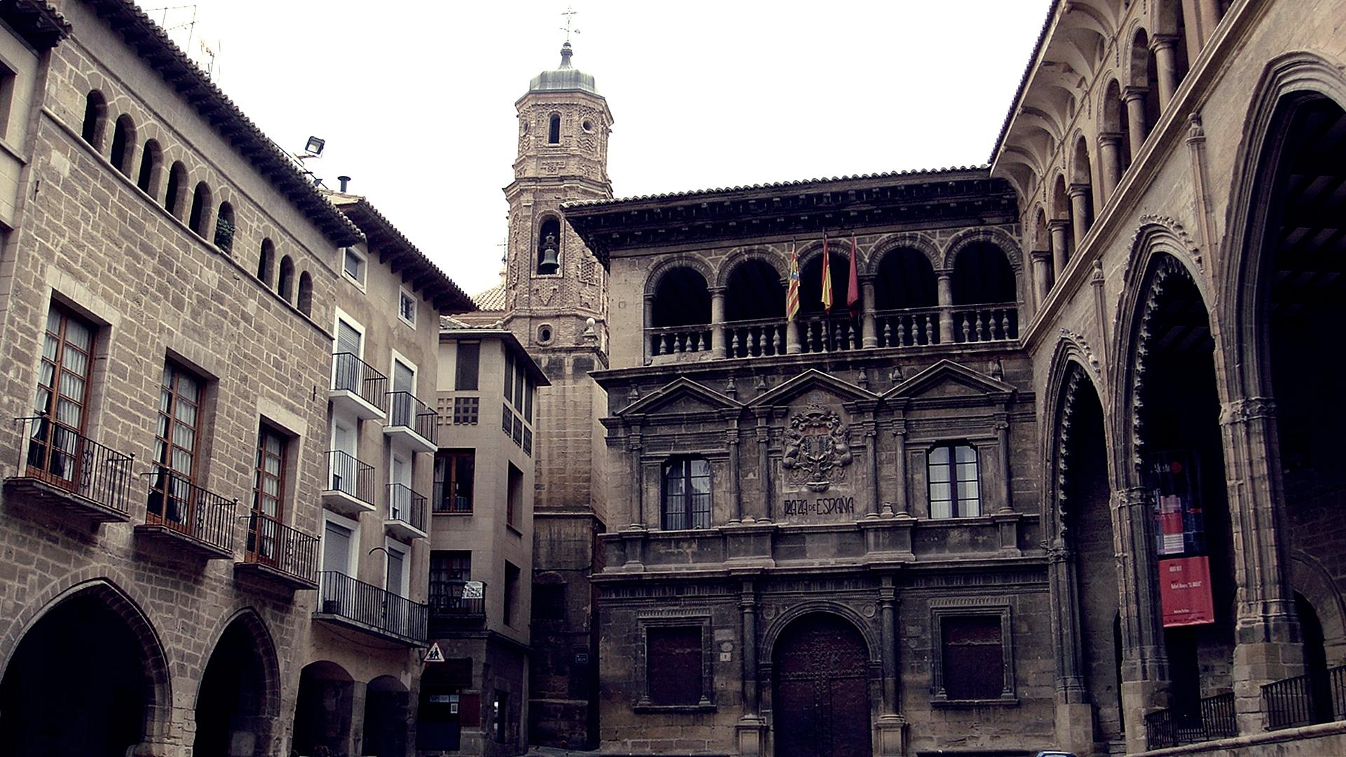 Alcaniz Spain  City pictures : ... :Plaza de España en Alcañiz, Teruel Spain Wikimedia Commons