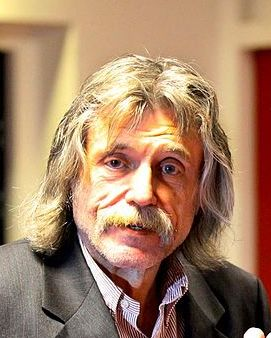 The 69-year old son of father (?) and mother(?), 181 cm tall Johan Derksen in 2018 photo