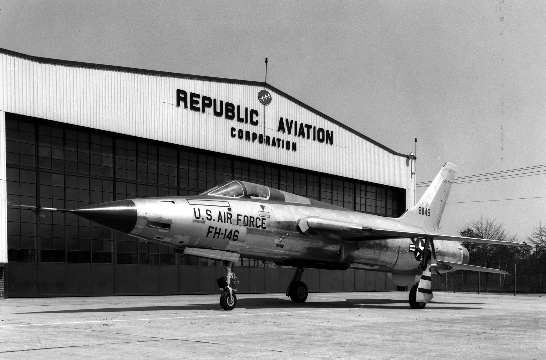 File:Republic F-105D-1-RE (SN 58-1146,