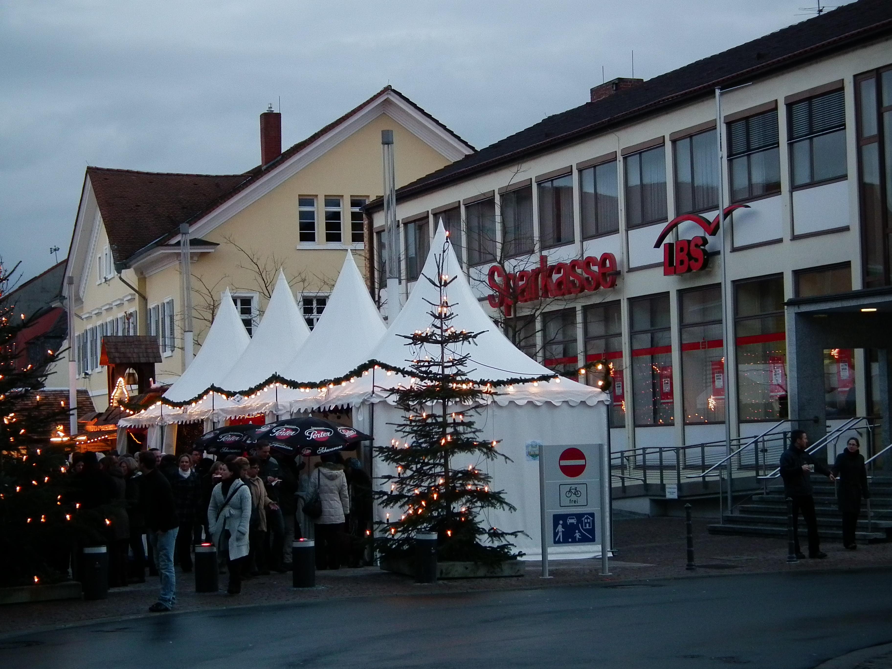 Weihnachtsmarkt Schwetzingen.File Schwetzingen Weihnachtsmarkt Sparkassenfiliale Jpg Wikimedia