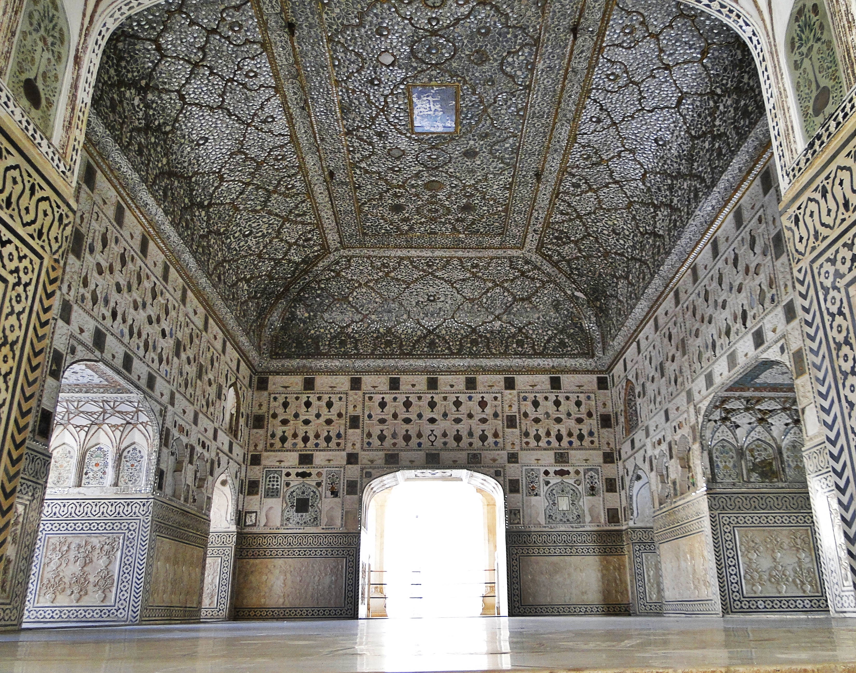 file sheesh mahal amer fort     wikimedia commons