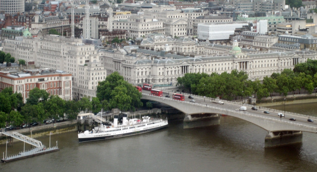 Somerset_House_and_Waterloo_Bridge,_London.jpg