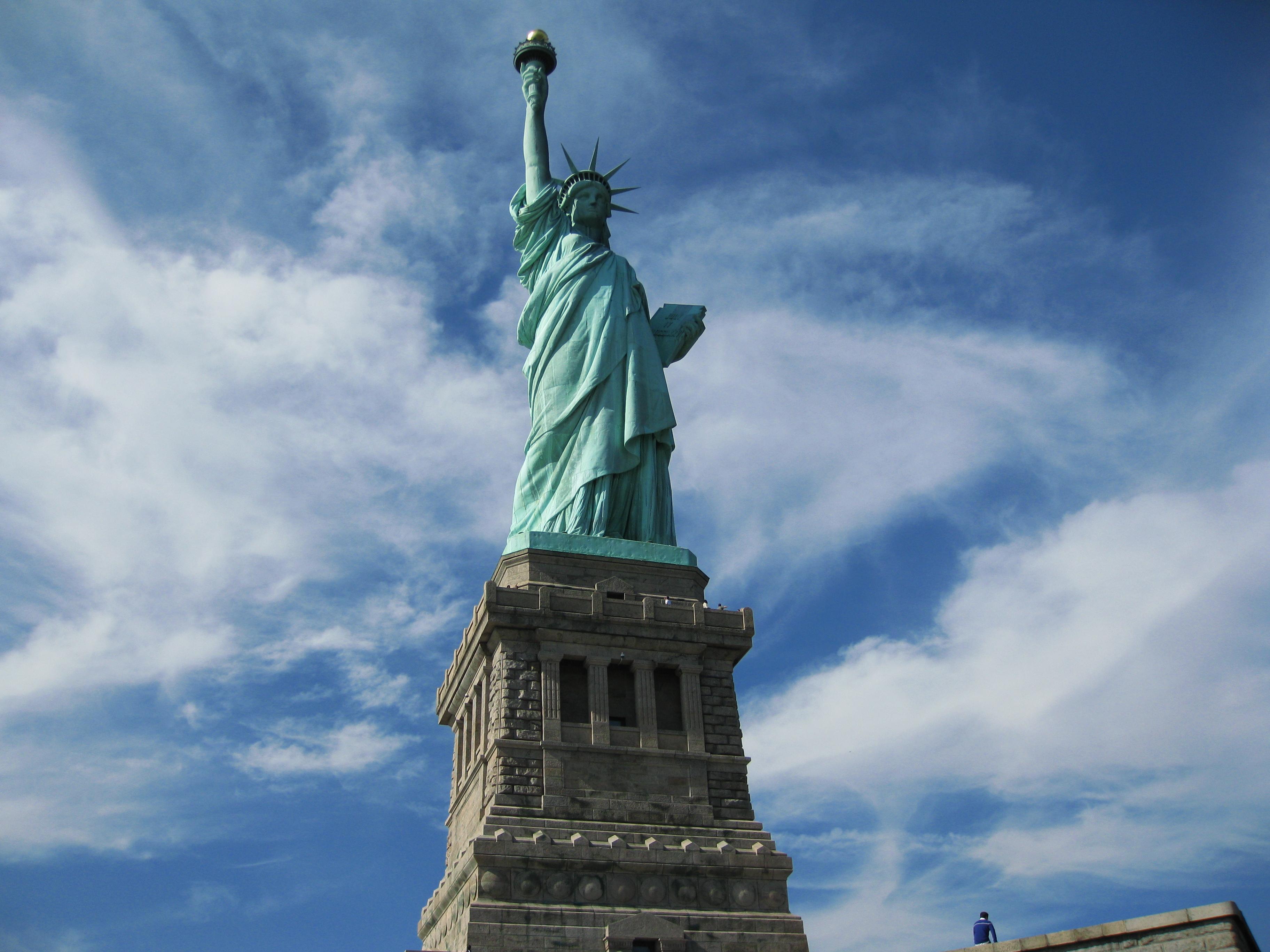 статуя свободы первые фото первых этажах