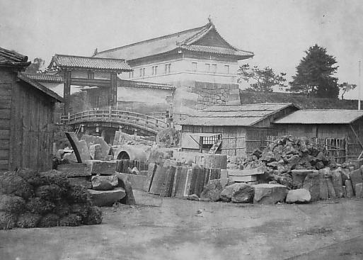 https://upload.wikimedia.org/wikipedia/commons/8/87/Sujikaibashi-Mon.JPG