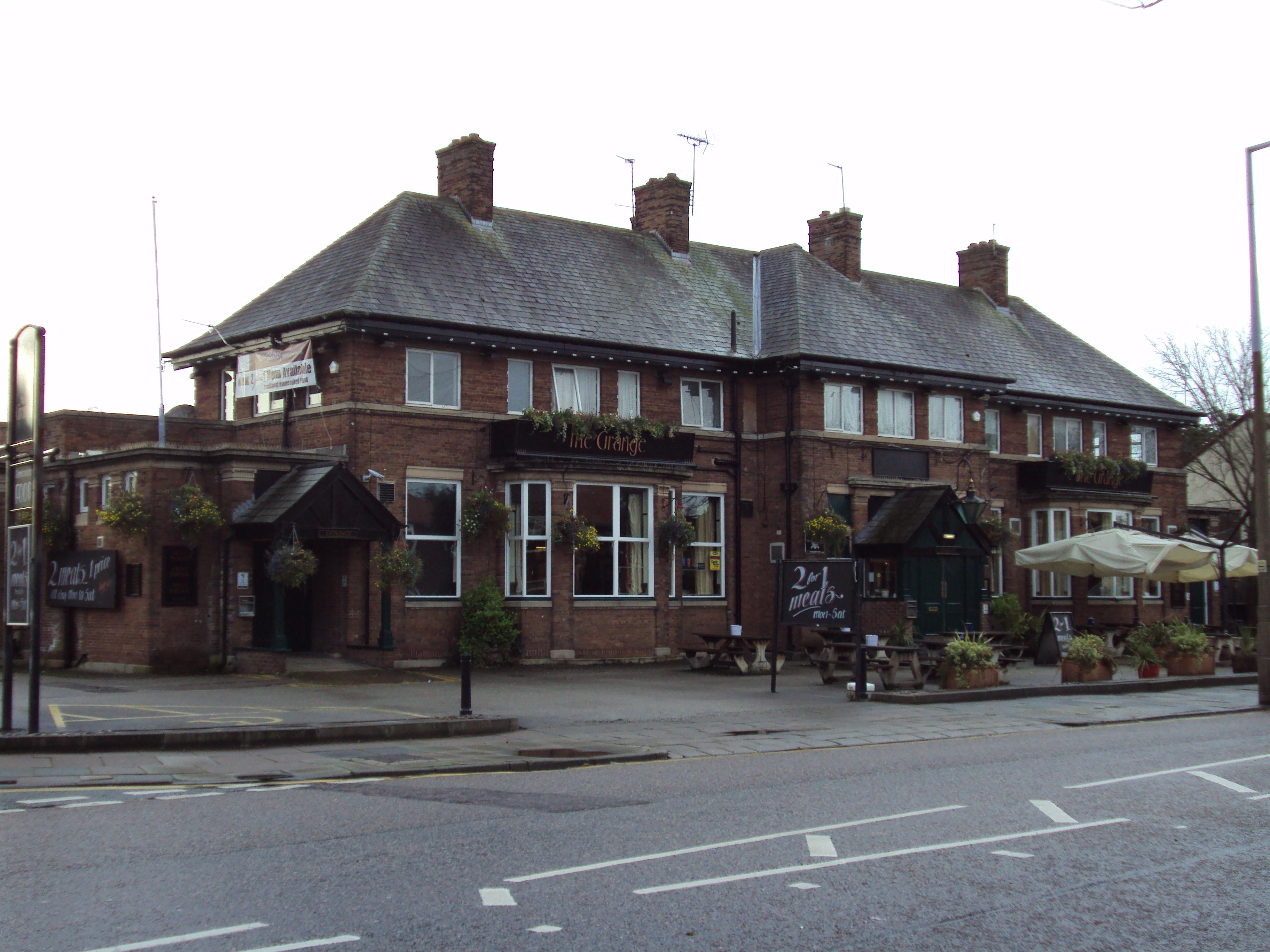 English In Italian: File:The Grange Pub, Moreton.JPG