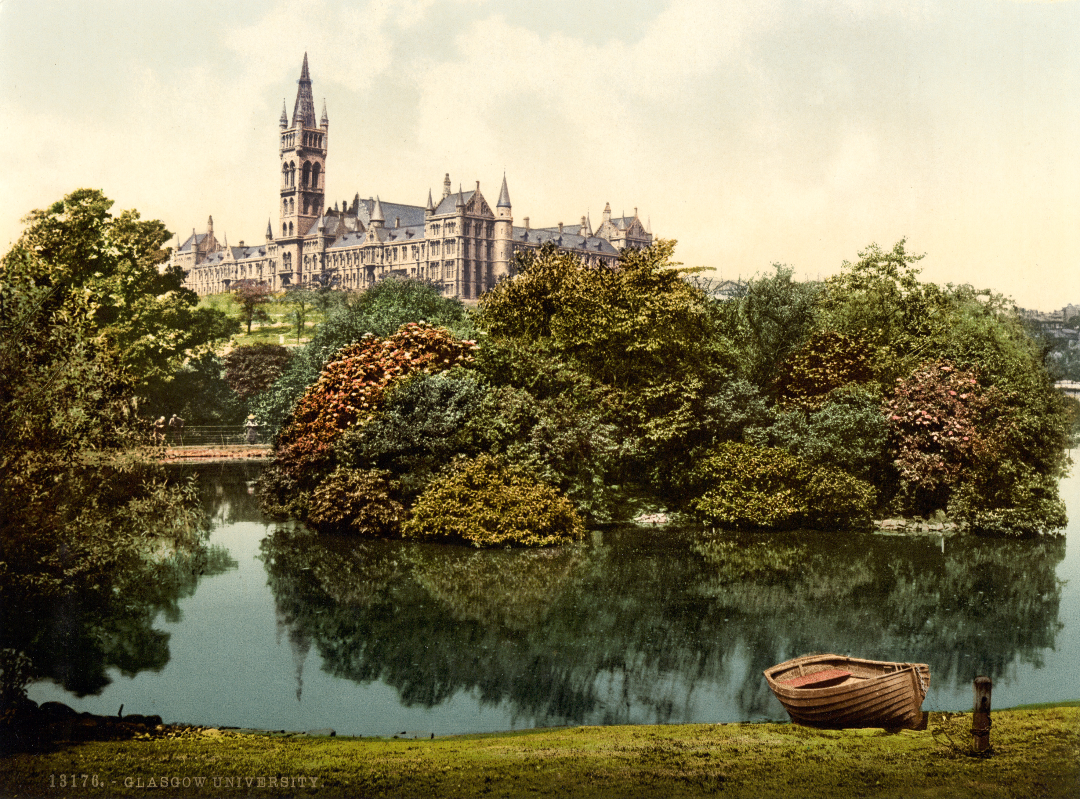 Photochrom postcard of the then-new main campus University of Glasgow, circa 1895 [3538 x 2618]