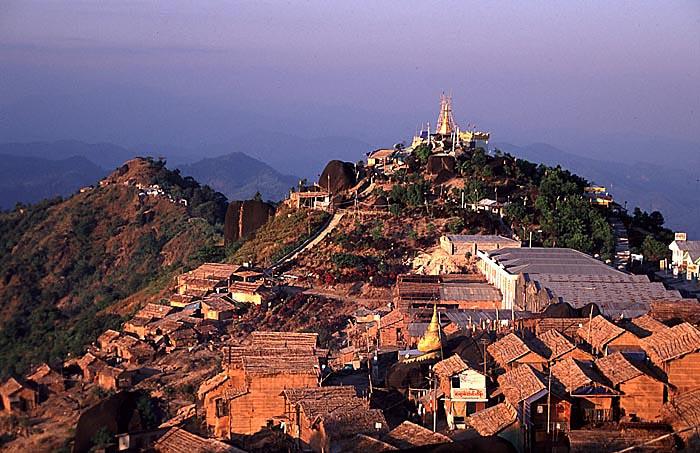 File:View from the Kyaikto Pagoda 2.jpg