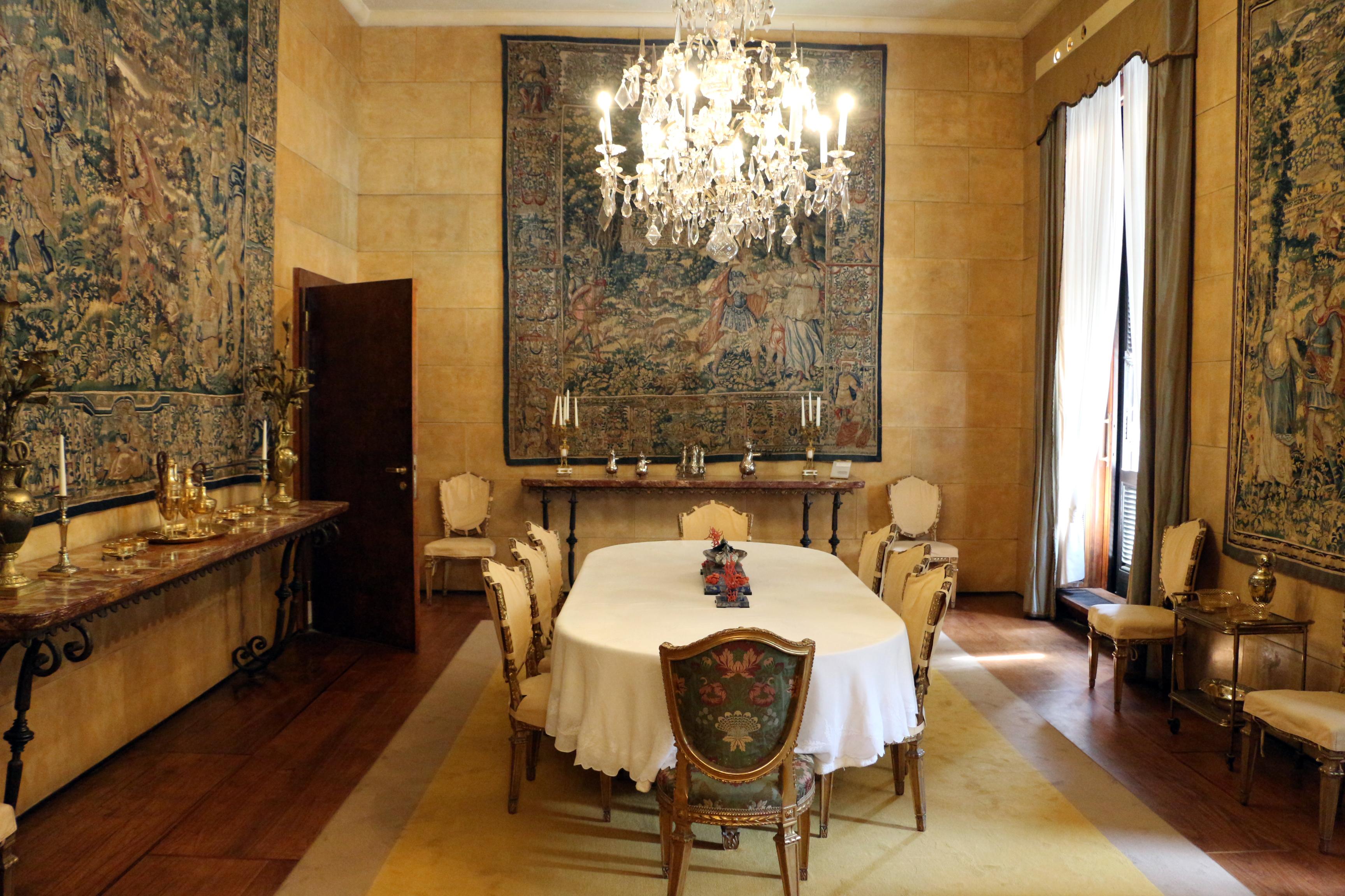 File:Villa necchi campiglio, sala da pranzo.jpg - Wikimedia Commons