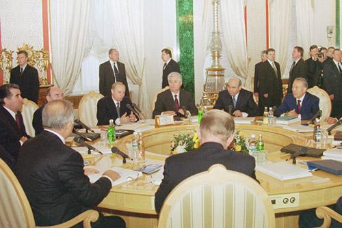 File:Vladimir Putin 30 November 2001-1.jpg