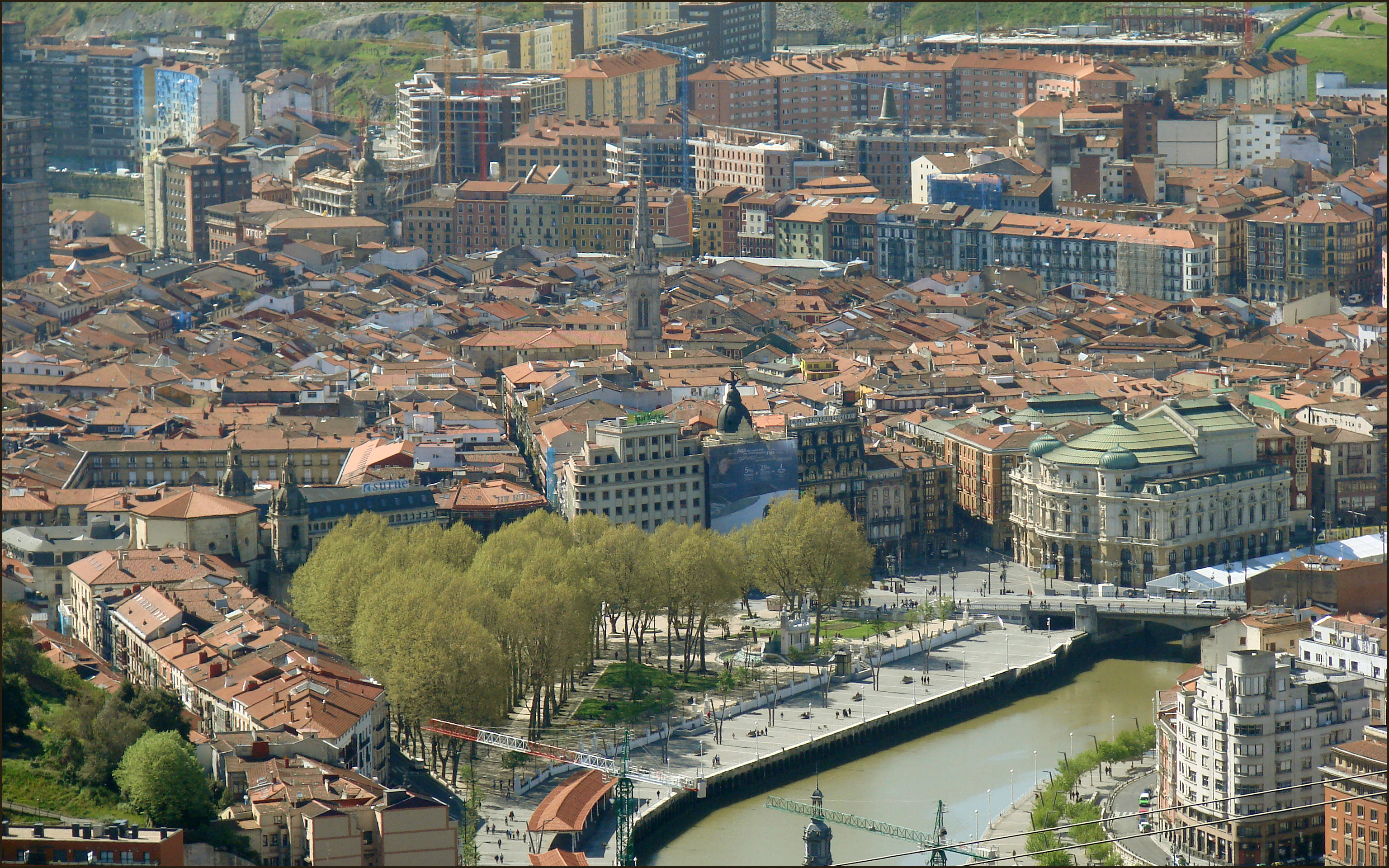 File vue de la ville ancienne casco viejo de bilbao for Piscine bilbao
