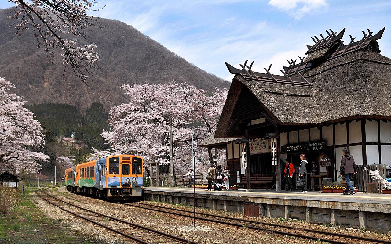 福島 湯野上温泉駅-七日町駅(會津浪漫號展望景觀列車) @右上的世界食旅