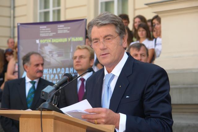 Резултат с изображение за кандидата за президент Виктор Юшченко.