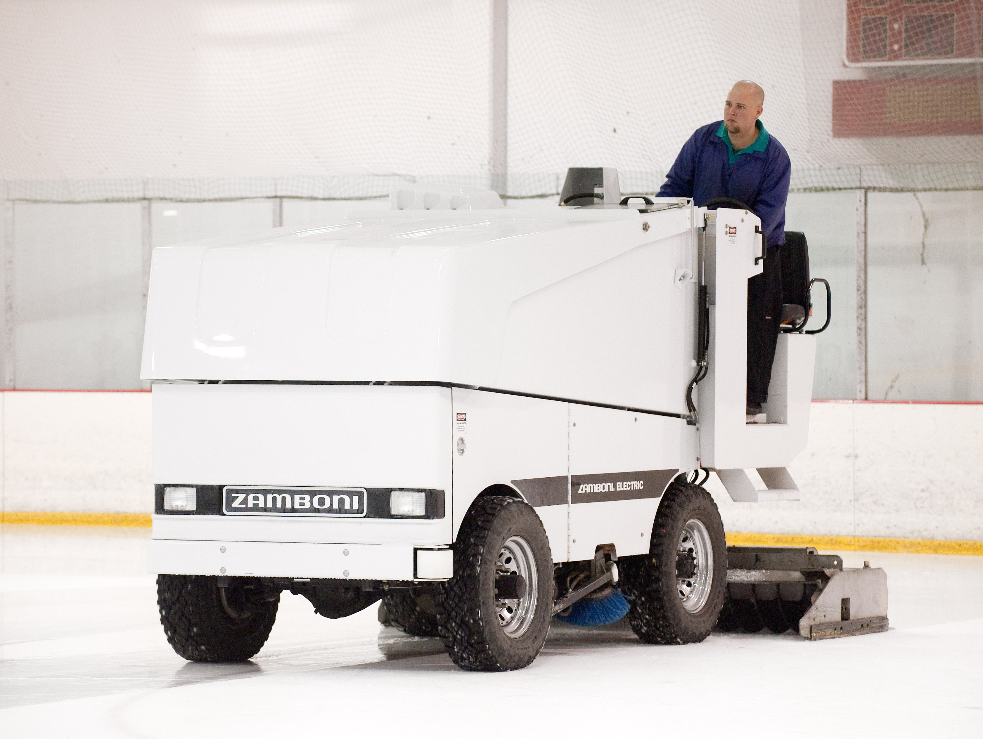 File:Zamboni ice resurfacing machine (4393262312).jpg - Wikimedia Commons