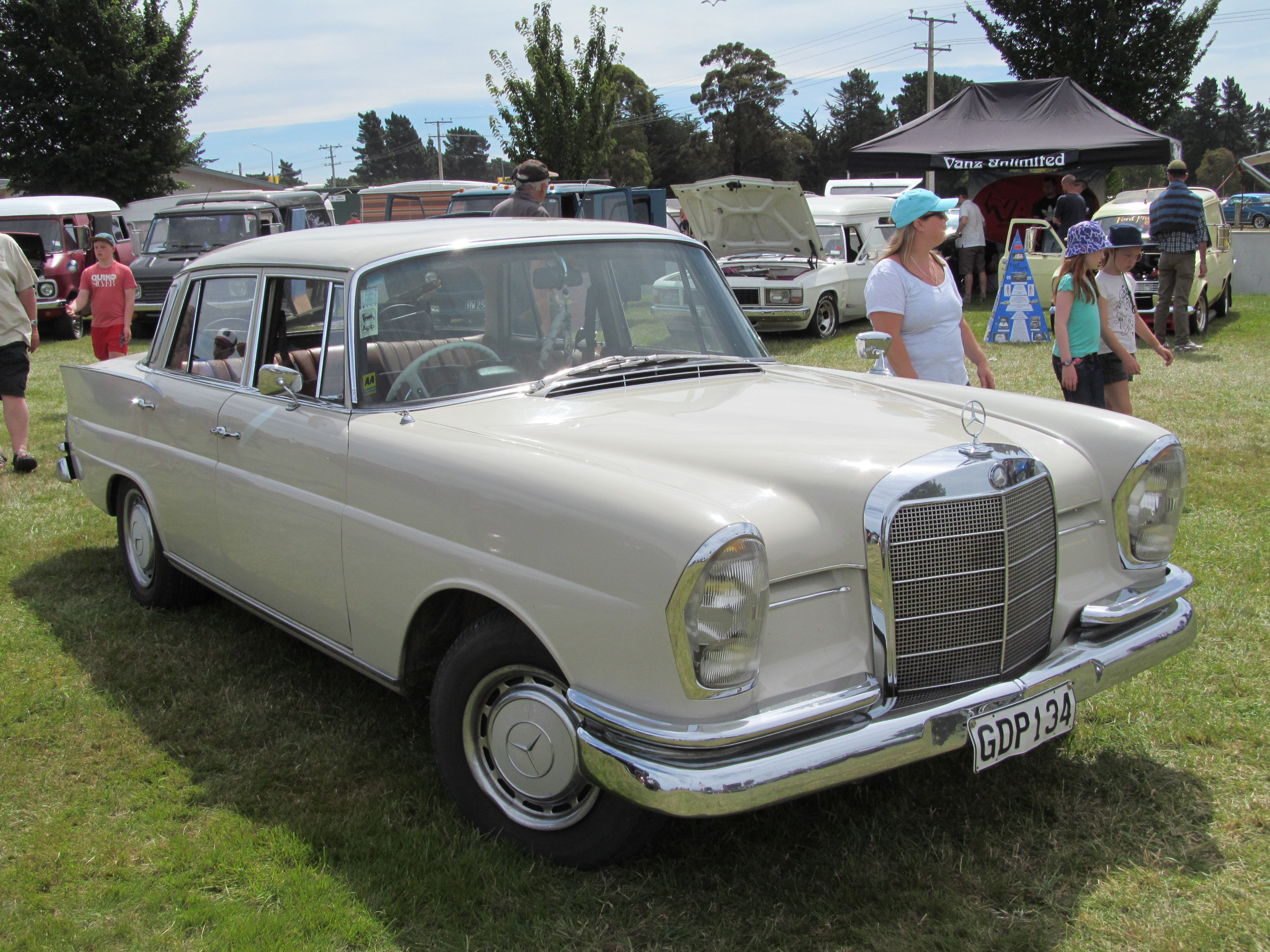 New Car Designs >> File:1967 Mercedes-Benz 230S (12495513813).jpg - Wikimedia Commons