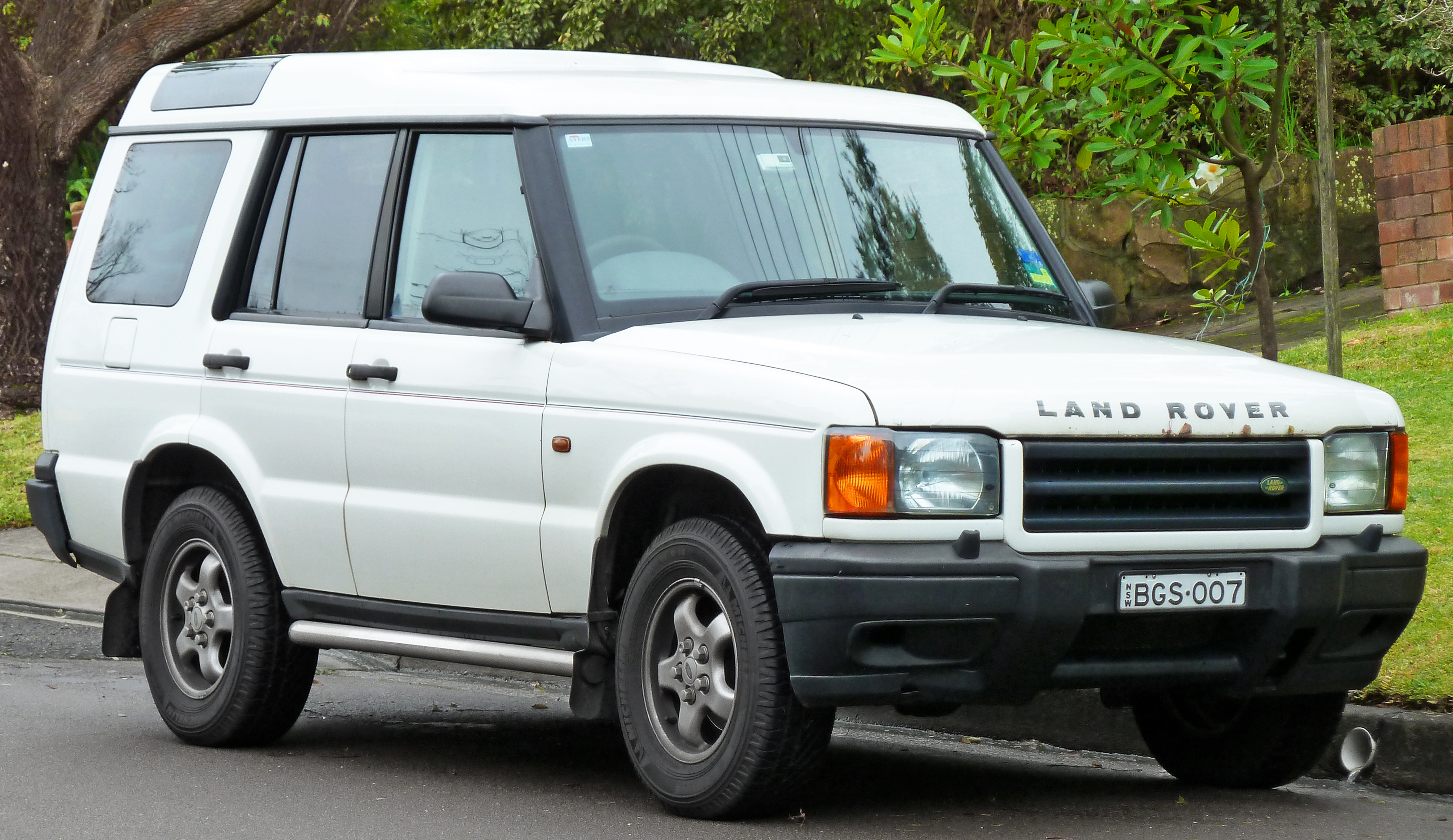 File:1999-2000 Land Rover Discovery II Td5 5-door wagon (2011-06-15