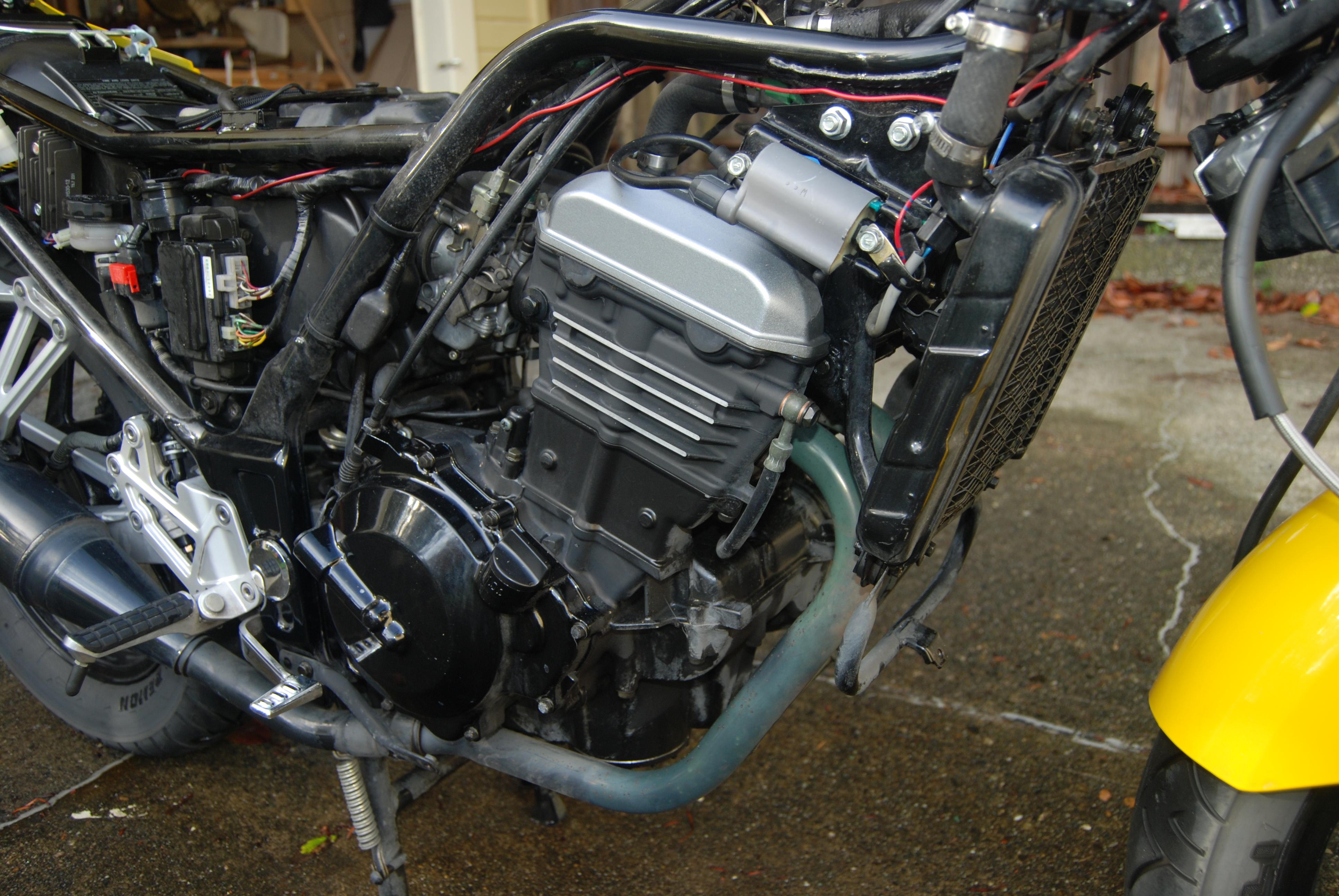 File:2004 Kawasaki Ninja 250 engine 2.jpg - Wikimedia Commons